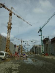 Obras de la nueva esclusa del canal.